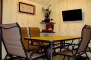 Комфортабельний зал, приємний релаксуючий дизайн. Зручні меблі